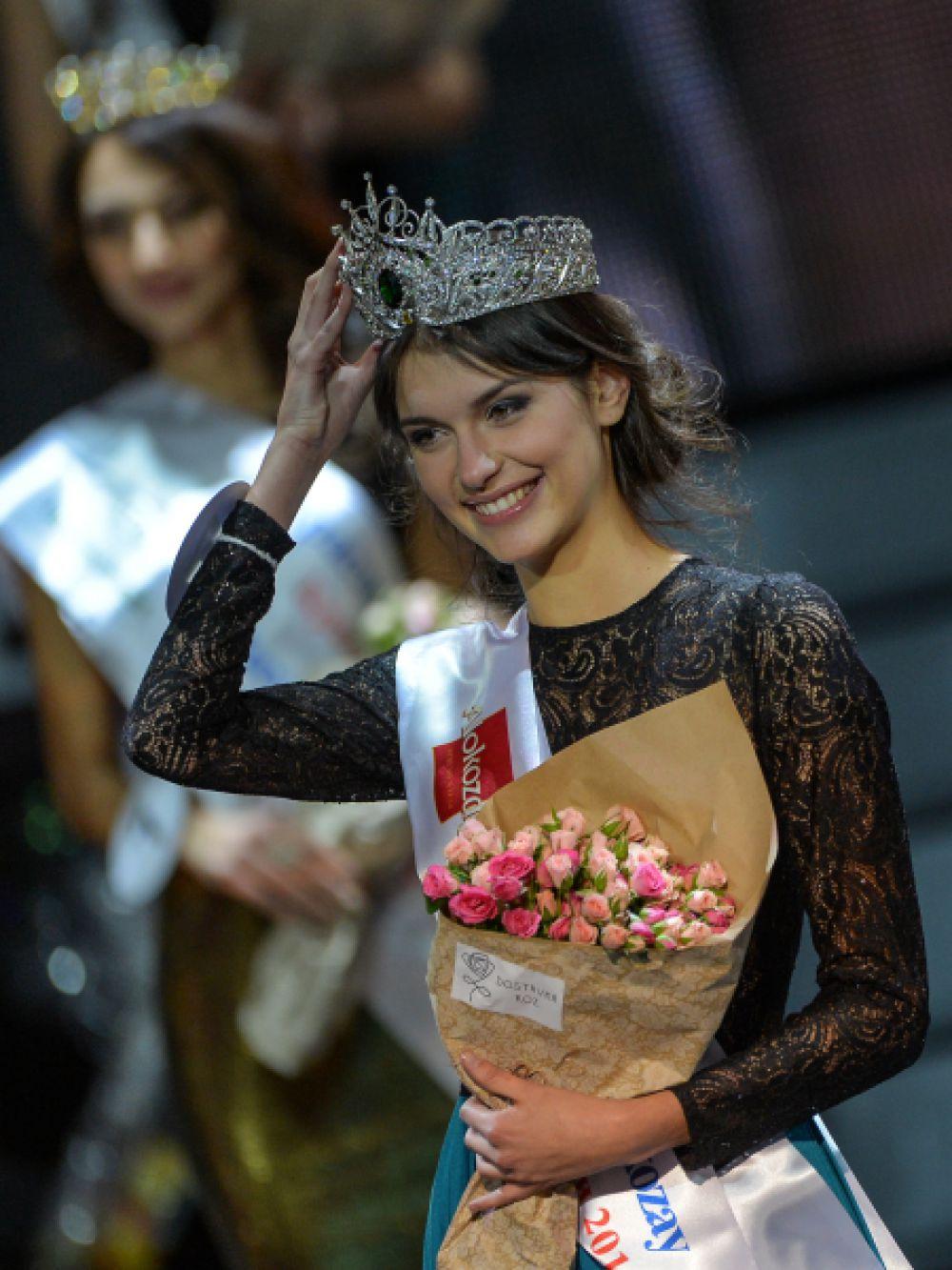 Александра Черепанова (Приморский край), завоевавшая Гран-при XXI Национального фестиваля талантов и красоты «Краса России», на церемонии награждения в Москве.
