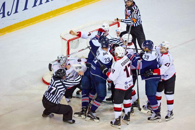 В текущем чемпионате команды дважды встречались в Новокузнецке.