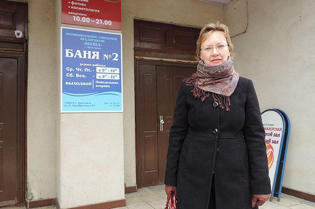 Светлана Гладкова собирает подписи против закрытия единственной в районе муниципальной бани.