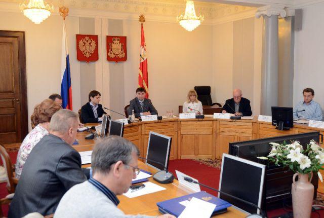 Избирательная комиссия Смоленской области. Степанов - в центре.