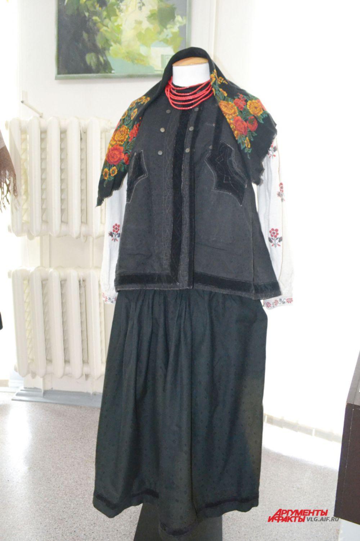Женский праздничный костюм. Украина, Полтавская губерния, конец 19 – начало 20 века.
