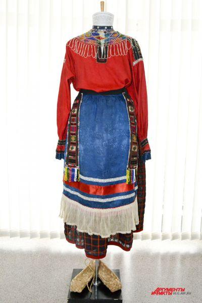 Праздничный костюм замужней женщины. Территория Воронежской губернии, конец 19 – начало 20 века.