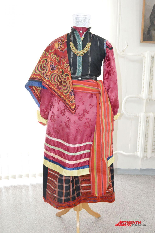 Праздничный женский костюм. Территория Воронежской губернии, конец 19 – начало 20 века.