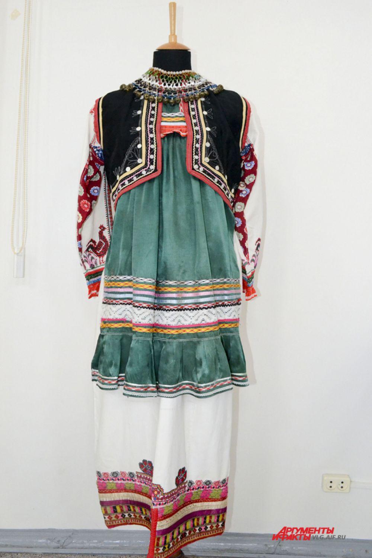 Женский праздничный костюм, мордва-мокша. Республика Мордовия, первая половина 20 века.