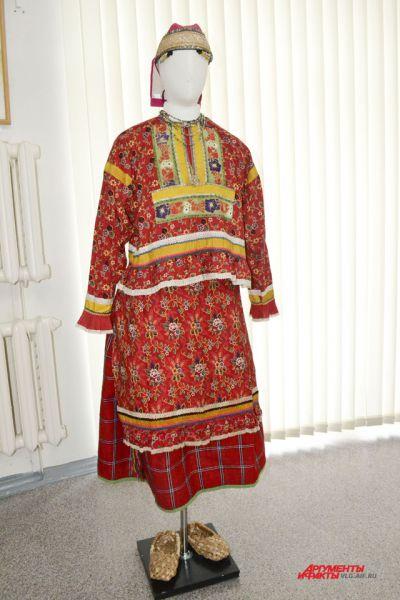 Праздничный костюм молодой замужней женщины. Территория Тамбовской губернии, конец 19 – начало 20 века.