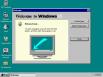Первая система семейства 9.х, Windows 95, была выпущена в 1995 году. В ней появились такие элементы графического интерфейса, как рабочий стол со значками, панель задач и меню «Пуск».