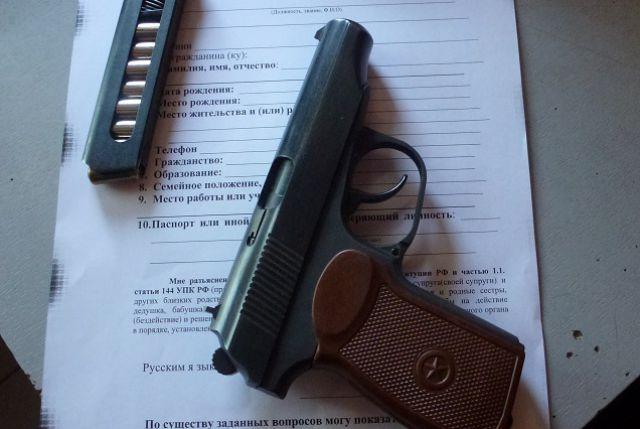 Технические неисправности пистолета не позволили оружию совершить выстрелы.
