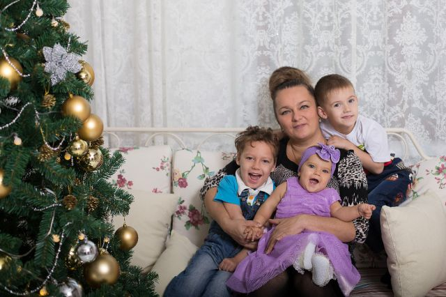 Жить дружной семьёй - настоящее счастье.