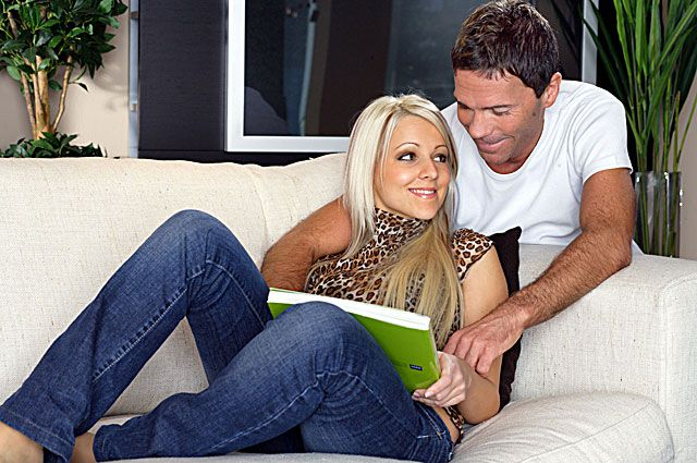 Молодые семьи получили социальные выплаты на покупку и строительство жилья.
