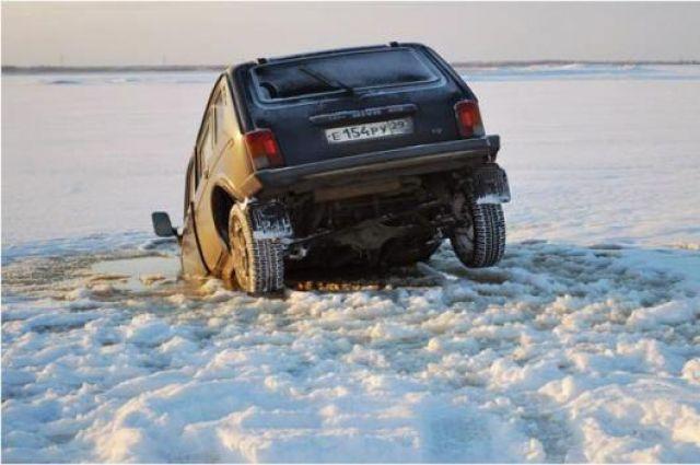Выходить на лёд опасно.