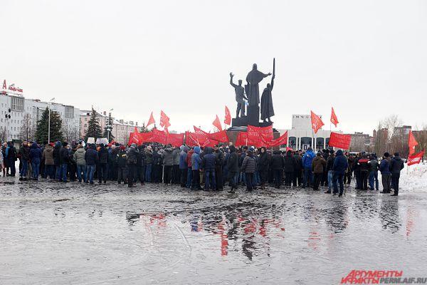 Акция дальнобойщиков проходила рядом с памятником «Героям фронта и тыла».