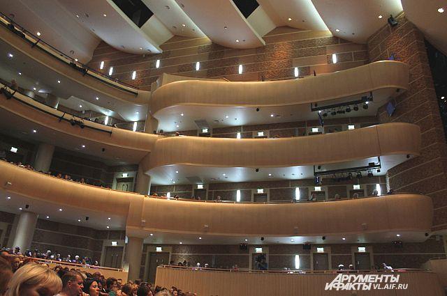 Зрители смогут увидеть «Мавру» на сцене Приморского театра оперы и балета 29 ноября, а также 5, 6, 13, 15 и 16 декабря.