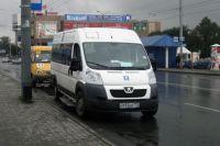 В Омске маршрутка врезалась в «ВАЗ-2121».