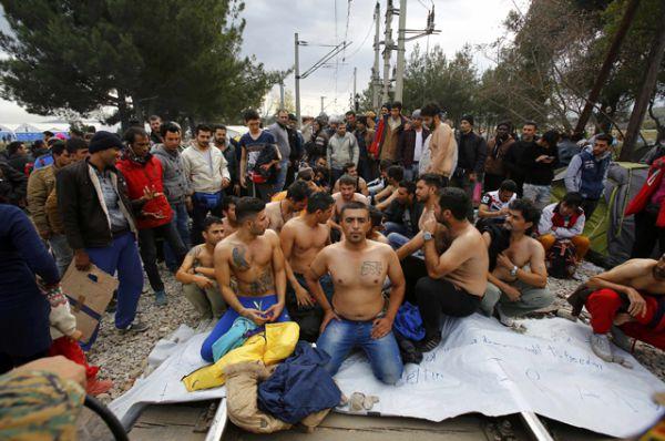 Протестующие мигранты на границе Греции и Македонии.