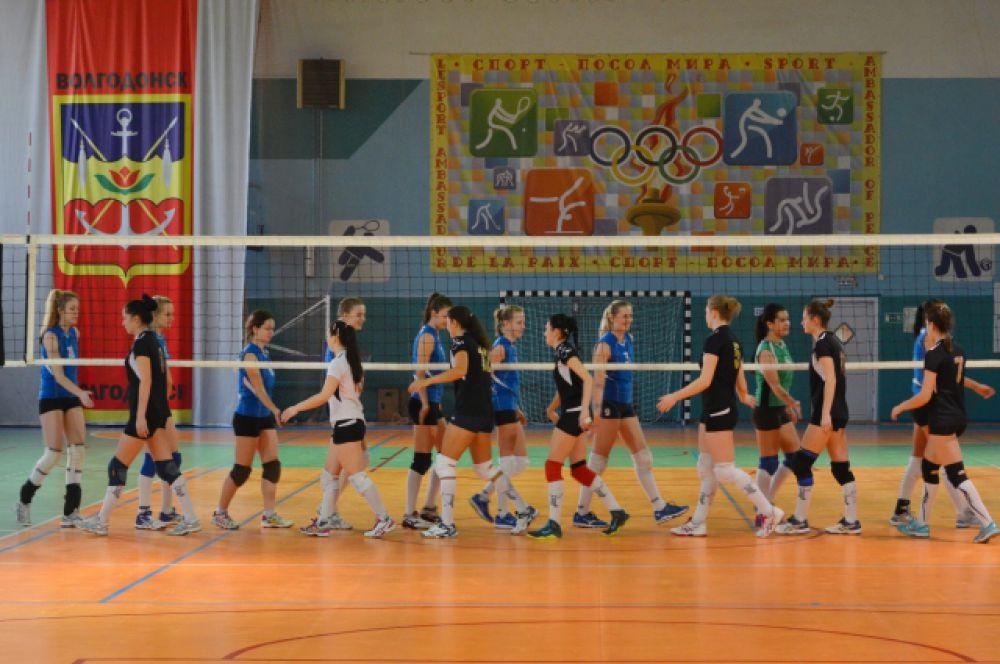 Финальные игры по традиции проходят в спорткомплексе «Олимп» Волгодонска.