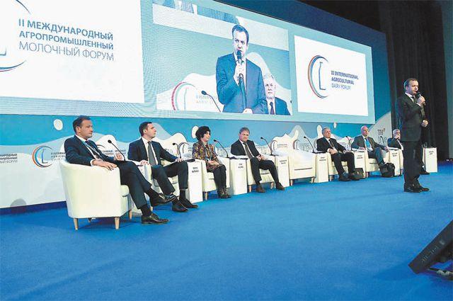 Аркадий Дворкович уверен: без ёмкого потребительского рынка молочные реки ни к чему.