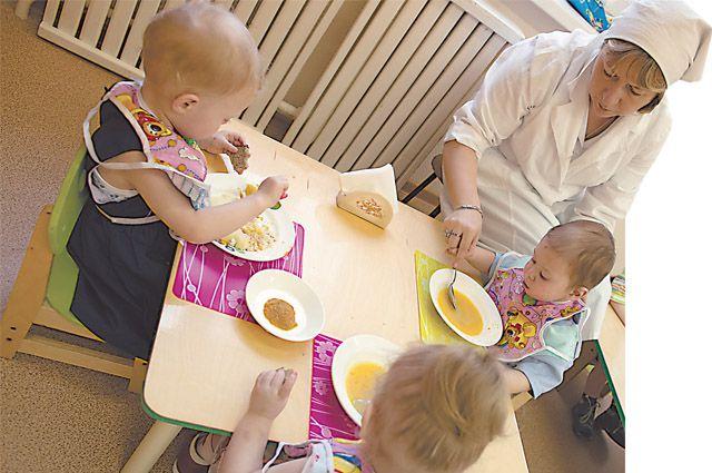Из этого «круглосуточного детского сада» детей забирают в семьи.