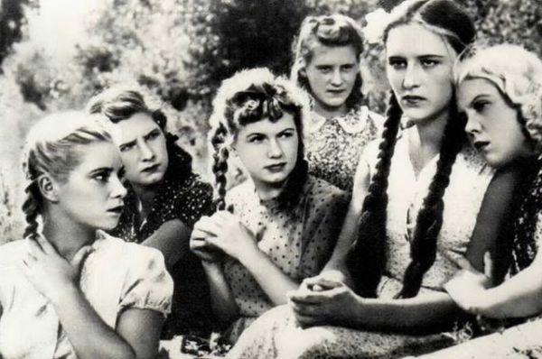 Дебют Нонны Мордюковой в кино состоялся в фильме «Молодая гвардия» (1948)