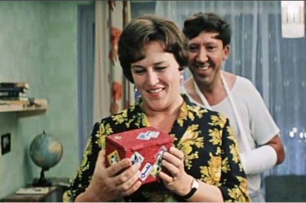 Одна из самых узнаваемых ролей – в фильме «Бриллиантовая рука» (1968)