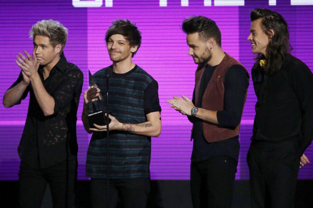 Артист года и лучшая поп-рок группа – One Direction.
