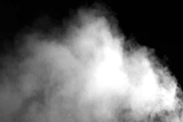 Остановка была окутана белым дымом, так что практически ничего не было видно.