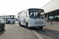 В Омске на маршруты вышло в половину меньше автобусов.