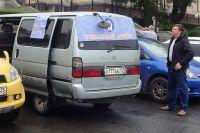 Серебристый автотранспорт с соответствующим логотипом выходит на маршрут каждую пятницу.