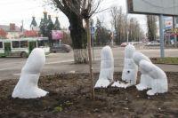 Этот неоднозначный памятник расположен на пересечении улицы Международной и проспекта Стачки в Ростове.