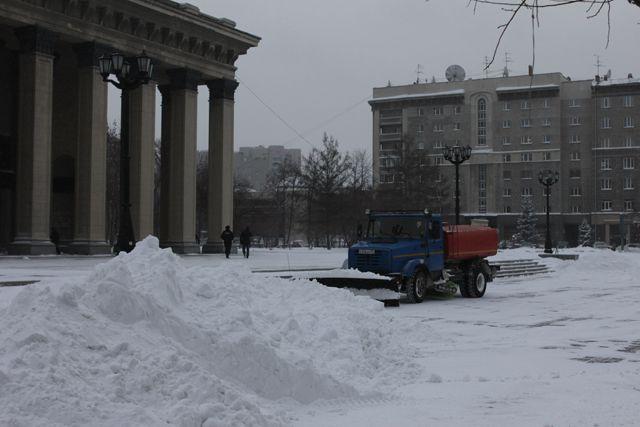 Новосибирск завалило снегом.
