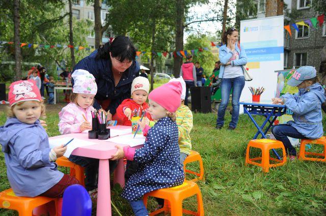 Детская площадка в Чкаловском посёлке радует всех ребят.