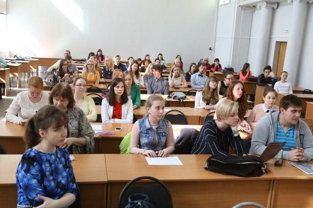 09:15 0 79  Пермские вузы снизят число бюджетных мест на 30%Министерство образования уменьшило финансирование на