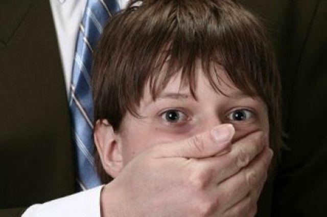 Педофилов не трогают слёзы детей.
