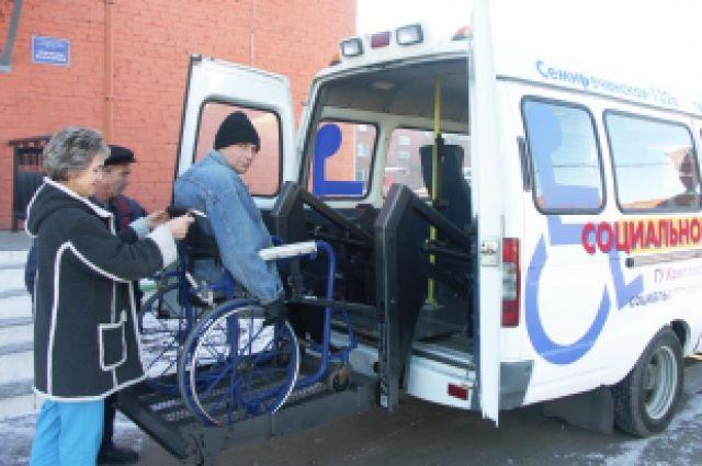 Инвалиды вместе с сопровождающими смогут бесплатно проехать на такси.