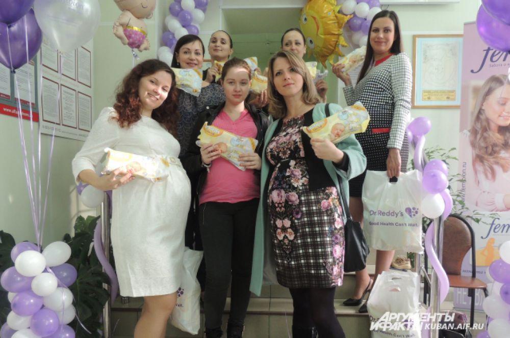 В конце праздника все участницы получили полезные подарки - средства ухода для малышей.