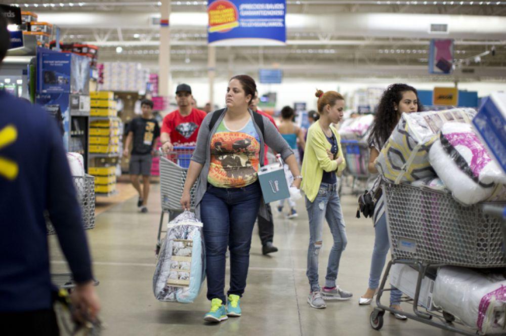 Универмаг «Walmart» в Понсе, Пуэрто-Рико.