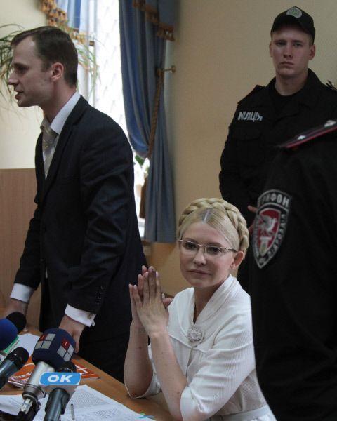 3 марта 2010 года Верховная рада Украины большинством голосов выразила недоверие правительству Юлии Тимошенко. Она была освобождена от должности Премьер-министра, был сформирован новый Кабинет Министров во главе с Николаем Азаровым, который заявил, что действия правительства Тимошенко нанесли ущерб стране в размере 100 млрд гривен. В отношении Тимошенко было возбуждено уголовное дело. Через полтора года признал её виновной в превышении должностных полномочий и приговорил к 7 годам заключения.