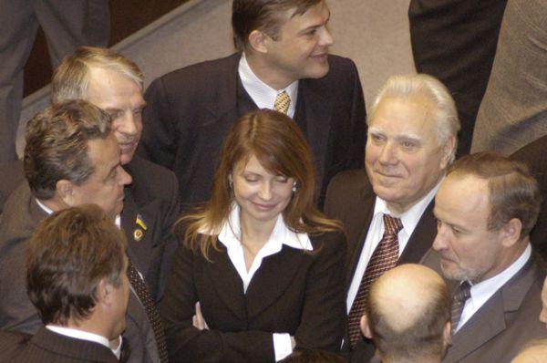 В середине 1997 года Тимошенко стала членом Всеукраинского объединения «Громада», а в 1998 была избрана от «Громады» в Верховную Раду Украины. Затем, мгновенно дистанцировавшись от недавнего покровителя — Павла Лазаренко, едва у того появились первые проблемы, Тимошенко порывает с партией «Громада» и создает существующую до сих пор фракцию «Батькивщина». В декабре 1999 года Тимошенко стала вице-премьером в кабинете министров Украины Виктора Ющенко, где отвечала за топливно-энергетический комплекс.