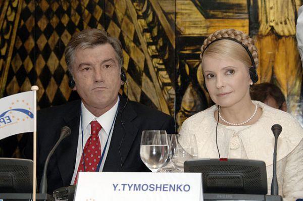 24 августа в выступлении на День независимости Украины президент Ющенко назвал кабмин Тимошенко наилучшим. Однако 8 сентября 2005 он отправил правительство Юлии Тимошенко в отставку в связи с конфликтами внутри исполнительной ветви власти. По мнению Тимошенко, Ющенко отправил её в отставку под влиянием своего окружения, «чтобы отвлечь внимание от обвинений его окружения в коррупции», а также тем, что её рейтинг превысил популярность Президента. В 2006 году в результате парламентского кризиса на Украине должность премьер-министра при президенте Ющенко занял Янукович.
