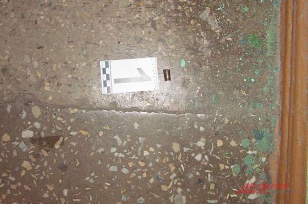 Гильза, которую нашли на лестничной площадке.