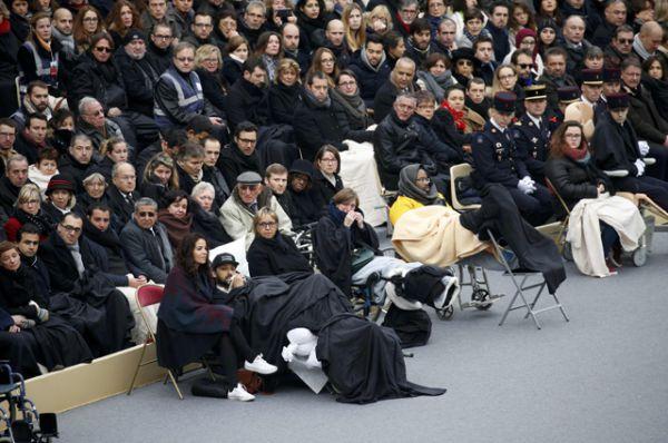 Пострадавшие во время терактов и члены их семей.