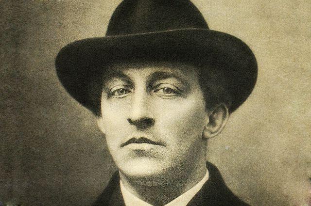 По подсчетам поэта, в его жизни было около 300 женщин