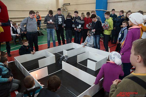 Основная часть соревнований проходила на полигоне, представляющий собой лабиринт.