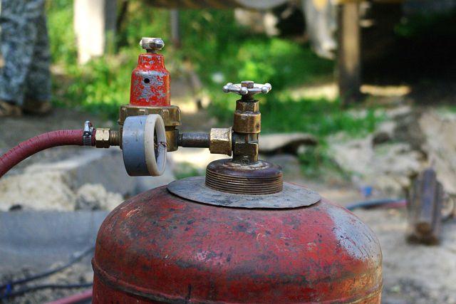 В Омске злоумышленник похитил у пенсионерки газовый баллон.
