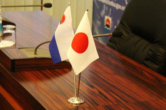 Японская полиция задержала матроса Романа Андрющенко и бизнесмена Сергея Титова на острове Хоккайдо 11 декабря 2014 года.