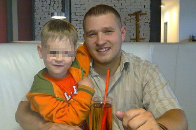 Судебные приставы объявили в розыск 33-летнего Дмитрия Смирнова, который вывез из Калининградской области своего сына Даниила.