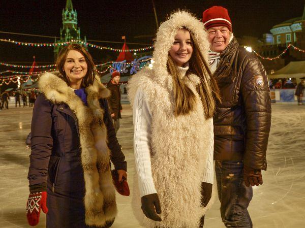 Актер, продюсер и режиссер Александр Стриженов и актриса, телеведущая Екатерина Стриженова (слева) с дочерью Александрой.
