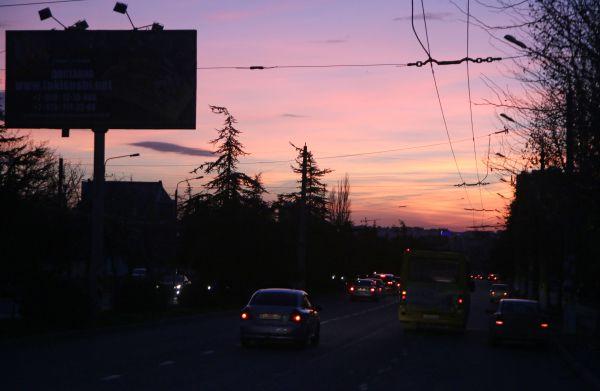 Одна из автодорог в Симферополе.