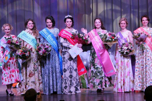 Победительница и призеры областного конкурса красоты среди будущих мам.