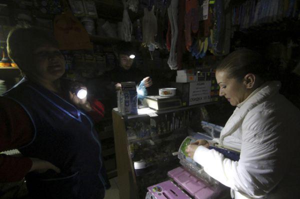 Покупатели в хозяйственном магазине.