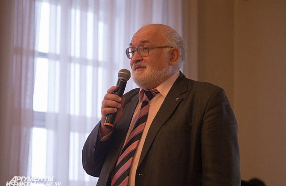 Руководитель Ботанического сада ИГУ Виктор Кузеванов.
